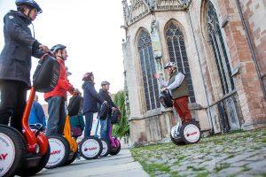 Mit der SegwayTour unterwegs - hier an St. Martini Foto: Andreas Rudolph